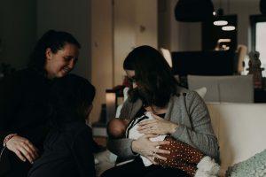 Lactatiekundige Roselie van den Berg geeft advies over het geven van borstvoeding
